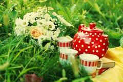 De tijd van de thee in de tuin stock foto