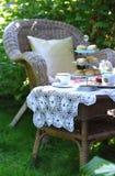 De tijd van de thee met sconen, jam en dubbele room Stock Foto