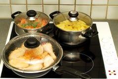 De tijd van het diner, het koken Stock Afbeeldingen