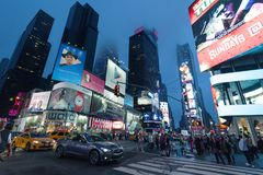 De tijden regelen - de Tijdenvierkant van het Nachtverkeer, Uit het stadscentrum New York, Manhattan stock foto's
