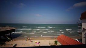 De tijdoverlappingen surfen Russische Baai bij de zomerochtend van Kazantip de Krim stock footage
