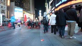 De tijdspanne van de Times Squaretijd bij nacht stock videobeelden