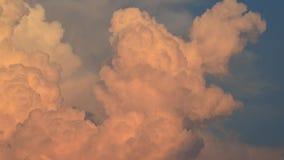 De tijdspanne van de wolkentijd en blauwe hemel stock videobeelden