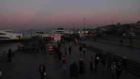 De tijdspanne van Istanboel /time/menigte/mensen/overzeese/galatabrug/december 2015 stock videobeelden