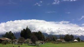 De tijdspanne van de weertijd over Cotacachi-Vulkaan, de Andes, Cotacachi Ecuador stock footage