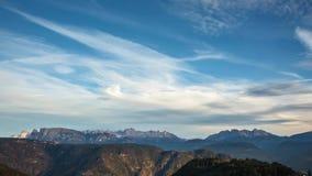 De tijdtijdspanne van de berghorizon: Schlern, Rosengarten en Latemar, Oostelijke Alpen, Alto Adige, Italië stock video