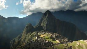 De tijdtijdspanne van Machupicchu op een zonnige middag in Peru stock videobeelden