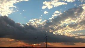 De tijdtijdspanne van windturbines stock footage