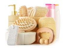 De toebehoren van de lichaamsverzorging en schoonheidsproducten op wit Stock Foto