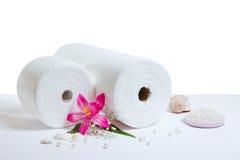 De toebehoren van het kuuroord: witte handdoeken Stock Foto