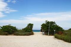 De toegang van het strand stock afbeeldingen