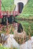 De toegangsbrug aan Bourtange, een Nederlands versterkt dorp in stock foto's