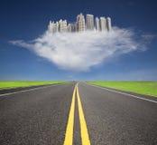 De toekomstige stad met wolkenconcept Royalty-vrije Stock Foto