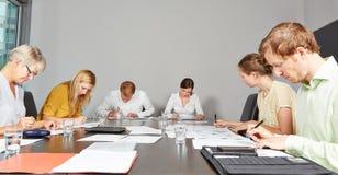 De toepassingskandidaten in beoordeling centreren stock foto