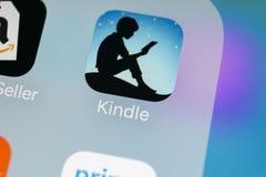 De toepassingspictogram van Amazonië Kindle op Apple-iPhone X het schermclose-up Het pictogram van Amazonië Kindle app Amazonië o Stock Afbeelding