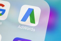 De toepassingspictogram van Google Adwords op Apple-iPhone X het schermclose-up Google-het pictogram van Advertentiewoorden De To Royalty-vrije Stock Foto's