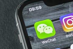 De toepassingspictogram van de Wechatboodschapper op Apple-iPhone X het close-up van het smartphonescherm App van de Wechatboodsc royalty-vrije stock foto