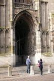 De toerist neemt beeld van dom toren in Utrecht Stock Afbeeldingen