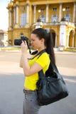 De toerist van het meisje met camera stock afbeeldingen