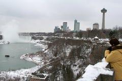 De Toerist van het Niagara Falls stock afbeeldingen