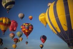 De toeristen berijden hete luchtimpulsen Royalty-vrije Stock Foto's