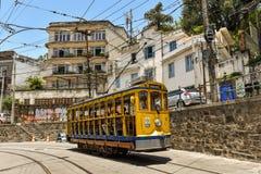 De toeristen berijden Santa Teresa Tram Stock Afbeeldingen