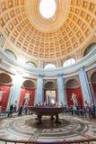 De toeristen bezoeken het Museum van Vatikaan Stock Foto's
