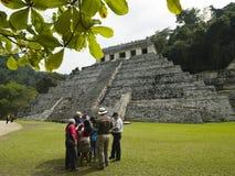 De toeristen bezoeken Palenque Mexico Stock Afbeelding