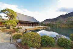 De toeristen bezoeken Tenryuji-tempel Stock Foto