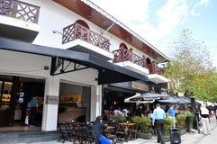 De toeristen bij openluchtkoffie, Campos doen Jordao, Sao Paulo, Brazilië stock afbeelding