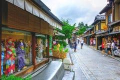 De toeristen genieten van op sannen-Zaka, Kyoto, Japan Stock Foto's
