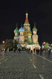 De toeristen lopen door Rood Vierkant Stock Foto's