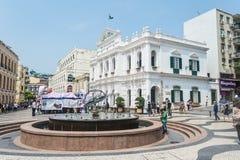 De toeristen lopen rond het Senado-Vierkant, Macao Royalty-vrije Stock Fotografie