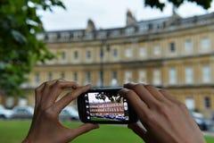 De toeristen neemt een Foto met Smartphone Royalty-vrije Stock Afbeeldingen