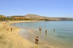 De toeristen van het Playade Las Amerika strand op het strand die van s genieten Royalty-vrije Stock Fotografie