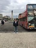 De toeristen vervoeren op het Centrum van de Stad van Lissabon per bus Stock Fotografie
