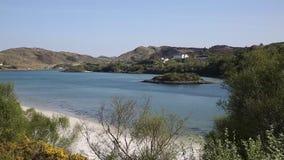 De toeristenbestemming van Schotland het UK van de Morarkust bepaalde de plaats de mooie kust Schotse van zuiden van Mallaig-pan stock videobeelden