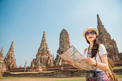 De toeristenvrouw van reisthailand Ayutthaya op Azië stock foto