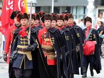 De Toeristische attractie van Zagreb/de Wacht van het Halsdoekregiment/het Marcheren Stock Foto