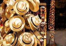 De toeristische verkopende herinneringen van de straatmarkt in Cuba royalty-vrije stock afbeeldingen