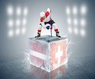 De toernooienspel van Letland - van Zwitserland. Klaar voor gezicht-van speler op het ijsblokje. Stock Afbeeldingen