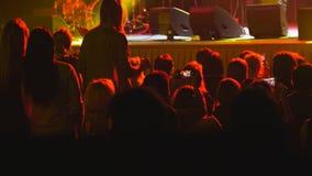 De toeschouwers bij een rots overleggen - vage menigte royalty-vrije stock afbeeldingen