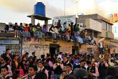 De toeschouwers letten op La Fiesta DE La Mama Negra Royalty-vrije Stock Fotografie