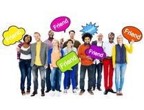 De Toespraakbellen van de mensenholding met Word Vriend Royalty-vrije Stock Foto