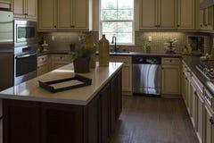 De toestellen van de modelwoningkeuken en kabinetten, Californië Stock Fotografie