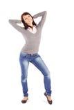 De toevallige Gelukkige Jonge Vrouw in Ontspannen stelt Stock Afbeeldingen