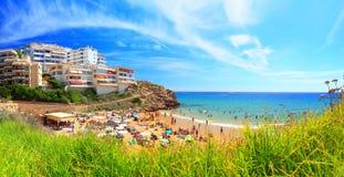 De toevlucht van Costa Dorada op een zonnige dag royalty-vrije stock afbeeldingen