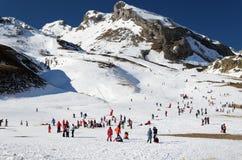 De toevlucht van de Formigalski in de winter de Pyreneeën stock foto
