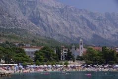 De toevlucht van de kust Baska Voda, Kroatië Stock Foto's