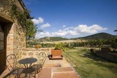 De toevlucht van de luxe op Toscaanse heuvels Royalty-vrije Stock Fotografie